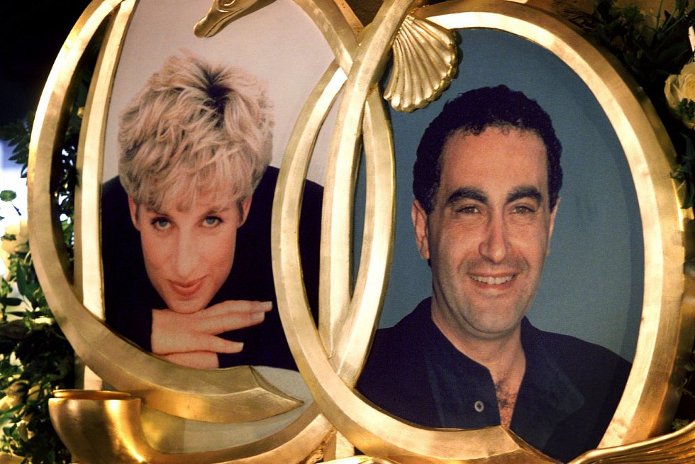 Při nehodě v pařížském tunelu kromě Diany zemřel její tehdejší přítel, obchodník Dodi al-Fayed.