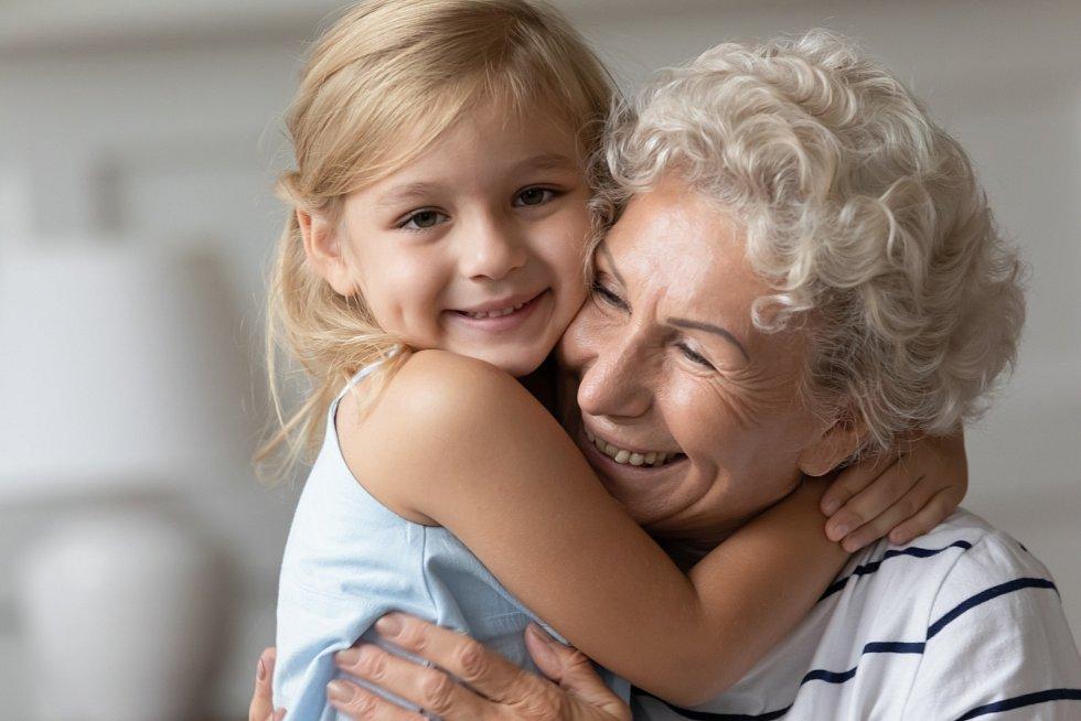 Nebraňte se příliš novým technologiím, pokuste se trochu vzdělat v zájmech vašich vnoučat, případně v jejich zdravotních potížích.
