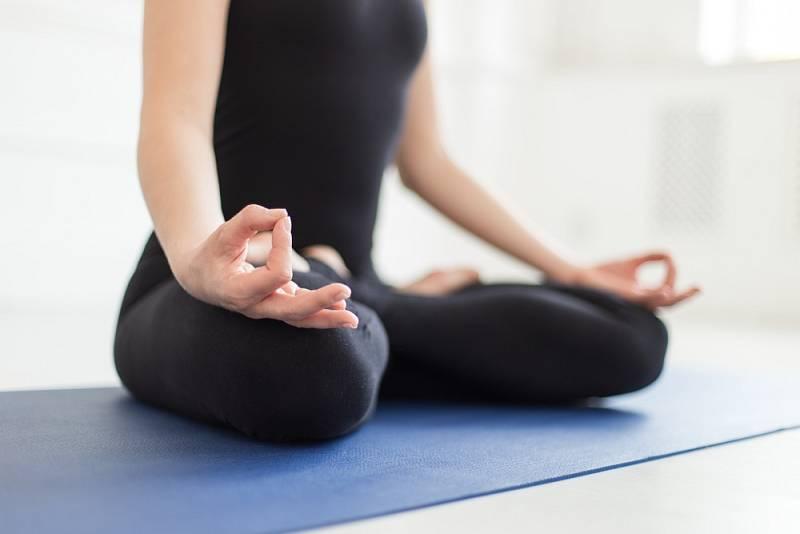 Jóga. Každou minutu strávenou na podložce můžeme brát jako trénink pro život.