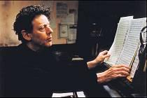 PRŮKOPNÍK MINIMALISMU. Philip Glass je nejen oceňovaným skladatelem filmové hudby, ale mj. též autorem avantgardních oper.