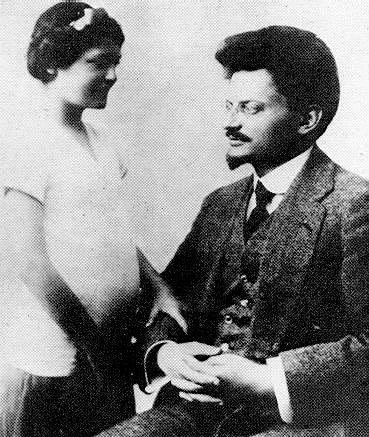 Lev Davidovič Trockij s dcerou Ninou v roce 1915