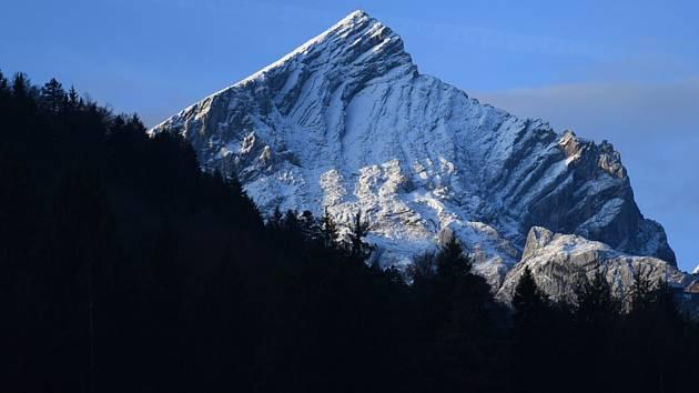 Zasněžené vrcholky Alp