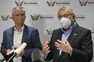 Viceprezident Hospodářské komory Zdeněk Zajíček (vlevo) a její šéf Vladimír Dlouhý.