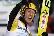 Japonci skončili v družstvech třetí a Noriaki Kasai to náležitě oslavil.