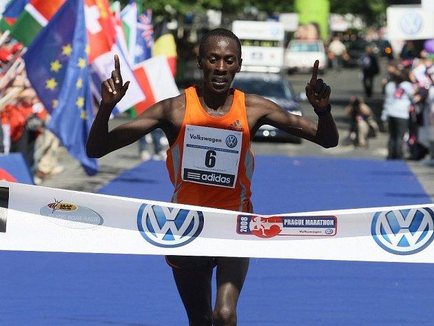 Pražskému maratonu 2008 kraloval Keňan Mungara.