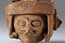 Aztécký bůh deště Tlaloc. Keramická plastika, Mexiko 1350 – 1521.