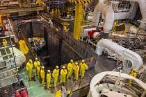 Ministr průmyslu a obchodu Karel Havlíček za ANO (ve skupince vpředu vpravo) si při své návštěvě Jihočeského kraje 2. srpna 2019 prohlédl reaktorový sál druhého bloku Jaderné elektrárny Temelín