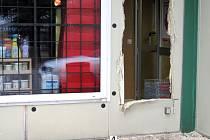 Při zatýkání dvojice lupičů na jihu Čech u hranic s Rakouskem byli 1. března nad ránem zraněni dva policisté, jeden z nich středně těžce. Lehké zranění utrpěl i jeden ze zlodějů. Druhý lupič utekl do Rakouska, kde ho rakouští policisté po několika hodinác