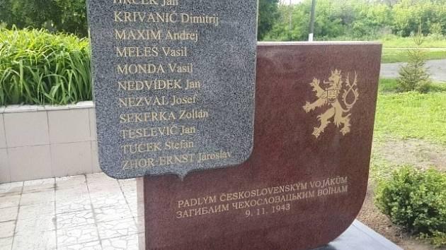 Pomník československým vojákům z 2. světové války v ukrajinské obci Čerňachiv (na nedatovaném snímku).