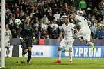 Sergio Ramos střílí gól.