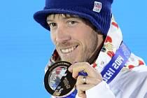 Biatlonista Jaroslav Soukup s bronzovou medailí ze sprintu na olympijských hrách v Soči.