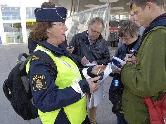 Švédsko kvůli migrační krizi zavedlo hraniční kontroly.