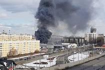 Požár autosalonu v Petrohradu