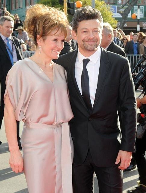 Netrpělivě očekávaná premiéra blockbusteru Hobit: Neočekávaná cesta se odehrála 28. listopadu v Embassy Theatre v novozélanském Wellingtonu. Na snímku Glum, Andy Serkis s manželkou