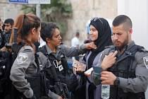 Bezpečnostní kontroly před branami Chrámové hory v Jeruzalémě.