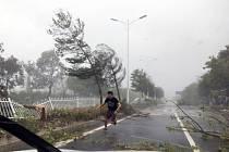 tajfun Hato