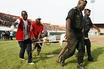 Během kvalifikačního fotbalového zápasu na MS 2010 mezi Pobřežím Slonoviny a Malewi přišlo o život dvacet dva fanoušků.
