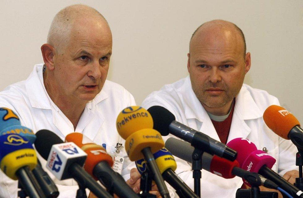 Lékaři Jan Betka a Pavel Kolář (zleva)