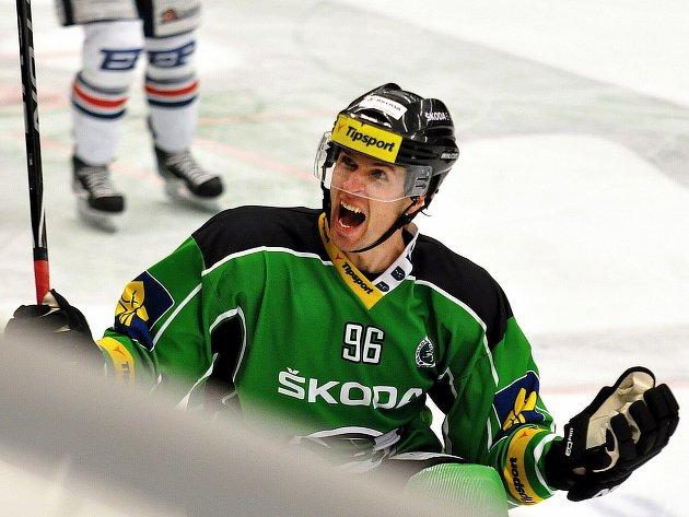 Kanonýr Jaroslav Balaštík přispěl třemi góly ve druhém utkání baráže o hokejovou extraligu k výhře nad Chomutovem 6:2.