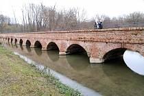 barokní most a historické stezky Portz Insel u Mikulova