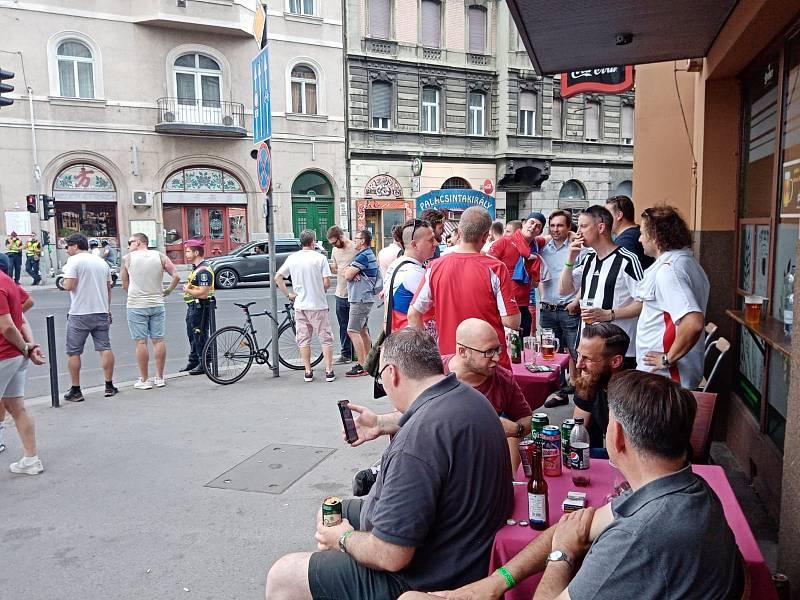 Fanoušci v ulicích Budapešti před zápasem českých fotbalistů s Nizozemskem.