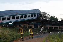 Při srážce s kamionem u severoitalské obce Caluso vykolejily tři vagóny.