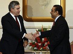 Gordon Brown se v Islámábádu setkal s pákistánským prezidentem Júsufem Alím Zardárím.