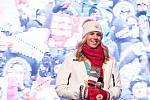 Fanoušci na pražském Staroměstském náměstí přivítali dvojnásobnou olympijskou vítězku Ester Ledeckou.