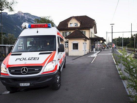 Útočník, který v sobotu ve vlaku ve Švýcarsku napadl cestující hořlavinou a nožem, prý neznal žádnou ze svých obětí.