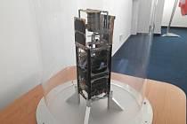 Model české technologické družice VZLUSAT-1
