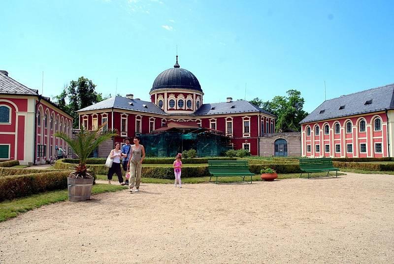 V Česku je s programem Lebensborn spojena historie zámku Veltrusy