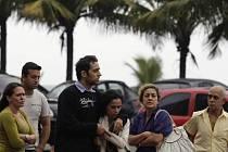 Příbuzní a přátelé už přiletěli z Paříže do Rio de Janeira, aby byli blíže pátrání po zmizelém letounu Air France, v němž byli jejich blízcí.