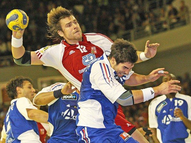 Čeští házenkáři porazili Francii 32:29.