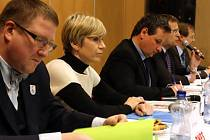 Debata k MS v klasickém lyžování. Zleva sedí Jiří Kittner, Kateřina Neumannová , Martin Komárek, Roman Kumpošt a Radek Cikl.