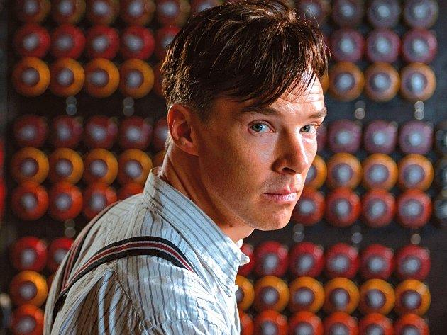 Benedict Cumberbatch jako profesor Alan Turing.