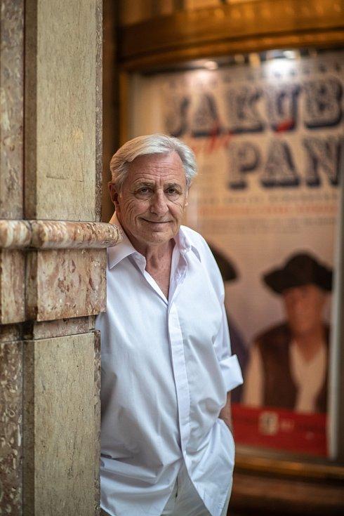 Vroce 1990 se soubor Divadla Na zábradlí rozpadl. Karel Heřmánek ještě sněkolika kolegy odešel a založil Divadlo Bez zábradlí, které má dnes stálou scénu vpražském paláci Adria.