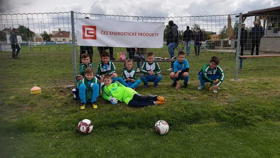 Naši malí fotbalisté po turnaji.
