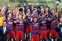 Fotbalisté Barcelony oslavují triumf na MS