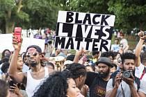 Představitelé hnutí Black Lives Matter odsoudili čtvrteční masakr policistů v Dallasu.
