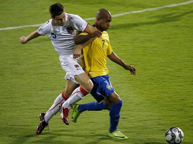 MS U20 Česko (v bílém) -  Brazílie: Ondřej Čelůstka a Alex Teixeira.