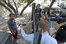 Místo, kde se Thomas Duncan zdržoval po návratu z Libérie, je uzavřené. Jeden z místních mluví s novináři.