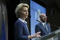 Předsedkyně Evropské komise Ursula von der Leyenová (vlevo) a předseda Evropské rady Charles Michel