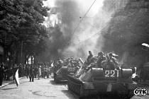 Srpnové události v Praze - tanky v ulicích