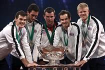 Britští tenisté s Andy Murraym (druhý zprava) vyhráli slavný Davis Cup.