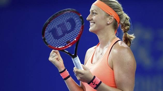 Petra Kvitová se raduje z titulu na turnaji ve Wu-chanu.
