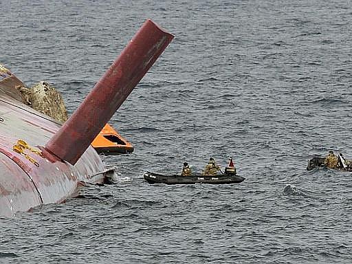 Potápěči dál pátrají po tělech pohřešovaných z havarované lodi