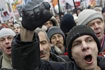 Desetitisíce lidí v sobotu 10. prosince 2011 v Rusku protestovaly proti falšování výsledků parlamentních voleb z minulé neděle a dožadovaly se vypsání nového hlasování. S tak mohutným projevem nespokojenosti s poměry se režim Vladimira Putina nestřetl.