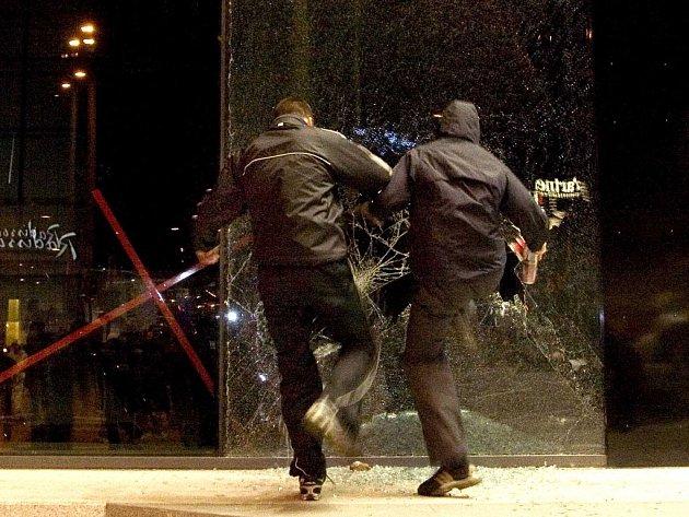 Násilnosti v Tallinu.