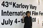 Český herec Jiří Mádl převzal 12. července na karlovarském mezinárodním filmovém festivalu Cenu za nejlepší mužský herecký výkon.