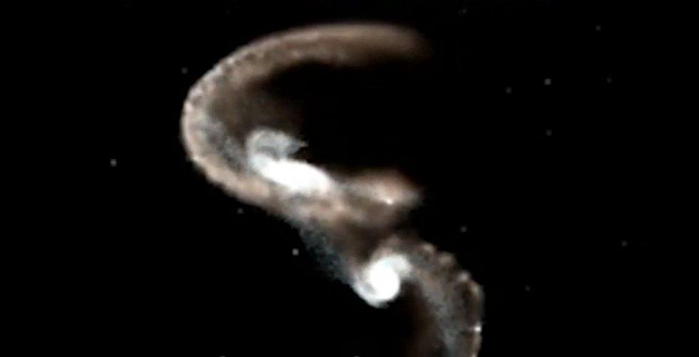 Při kolizi dvou galaxií může vzniknout nový jev - prstencová galaxie